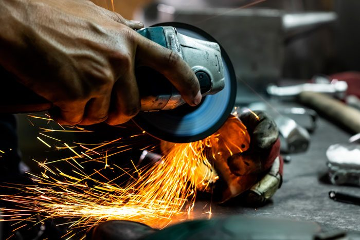 Cortes e dobras de chapa de aço: uma ótima solução para o seu negócio