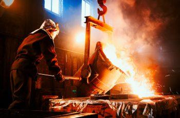 Produção de aço bruto tem leve recuperação no bimestre