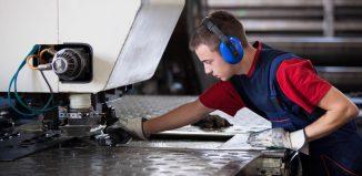 Polir a chapa de aço inox é importante para preservar o material.